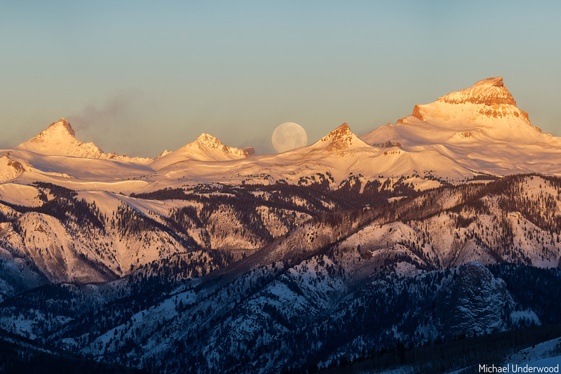 Wolf Moon setting behind Uncompahgre and Wetterhorn V3